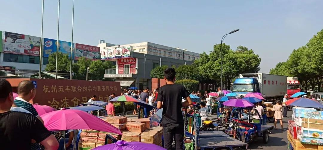 昨天,杭州冻品市场被堵门!原因和三轮车有关
